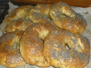 Fresh Bagels just out of the Oven - by cookingtrips.wordpresss.com